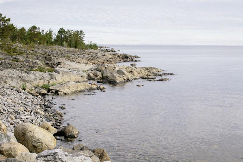 Klippor, hav och himmel. Holmöns natur är mycket vacker.